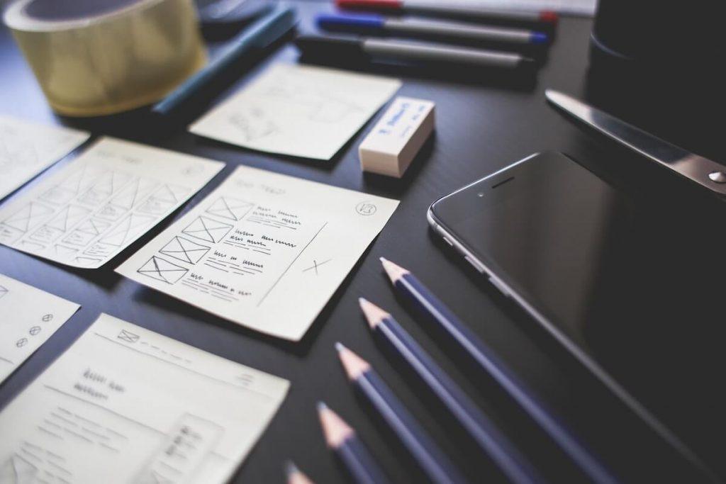 Při návrhu designer myslí na jednoduchost a přehlednost webu